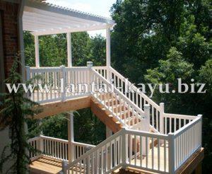 Pergola kayu dan railing tangga kayu